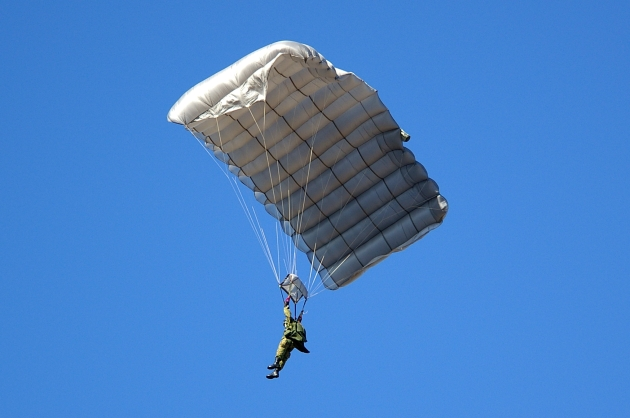 MC-4 1 parachute