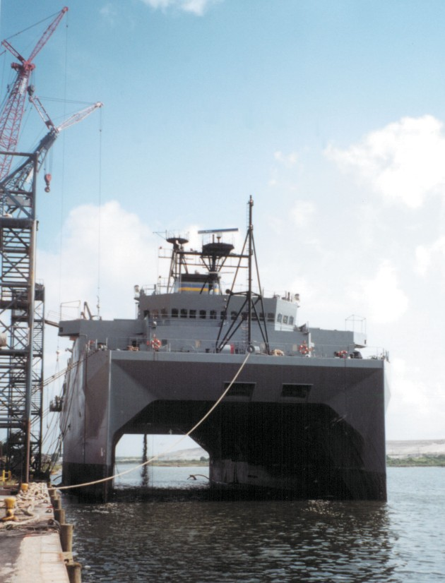 USNS_Impeccable_twin_hulls
