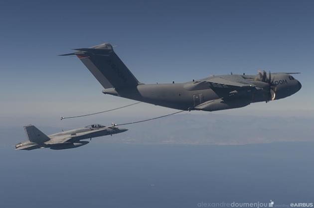 A400M refuel F-18
